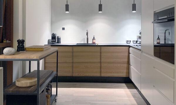 Sådan ser et specialtegnet køkken ud – i et smukt rækkehus i København